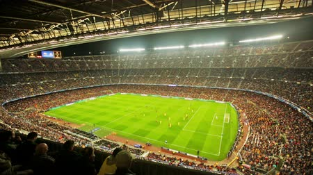 Барселона : BARCELONA, SPAIN - NOVEMBER 04, 2015: Above view at field and audience during football game between FC Barcelona and FC BATE Borisov Belarusian on Nou Camp stadium.