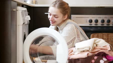 çamaşırhane : Happy adult girl doing laundry in home interior