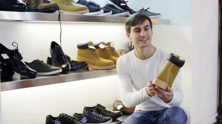 reconcile : guy shopping at fashion shoe store Stock Footage