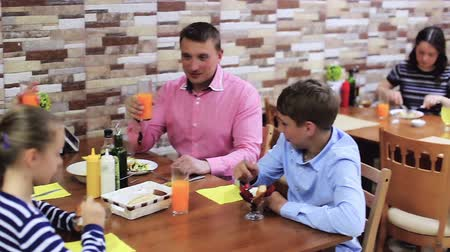 lánya : Positive family with teenage children enjoying meal in cafe