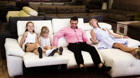 irmãs : Family is pleased by new furniture store Stock Footage