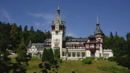 forestal : Impressive landscape with ancient Peles Castle, Sinaia, Romania