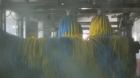 lavagem : Inside view of equipment of automatic car wash with colored brushes Vídeos