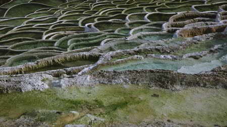 cálcio : Natural terraced basins in Egerszalok thermal spring, Hungary