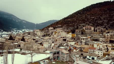 geológico : Image of Gosol village in the north of Catalonia in high, winter