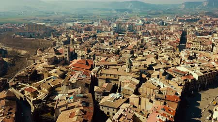 Каталония : Panoramic view of the historical district of Vic with view of mountains, Catalonia, Spain