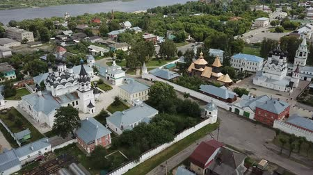православие : Aerial view of russian landmark Trinity and Annunciation Monasteries in Murom Стоковые видеозаписи