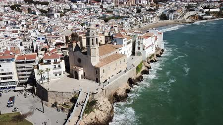 bulutsuz : Panorama of the coastal city of Sitges with the building of the church, Barcelona, ??Spain Stok Video
