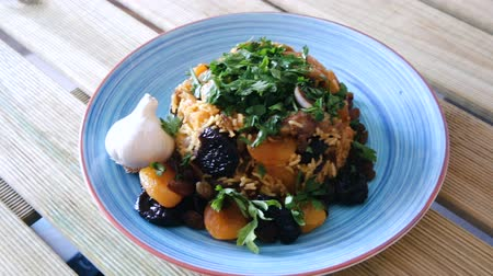 изюм : Delicious fragrant pilau with lamb, dried plums and apricots seasoned with saffron and garlic