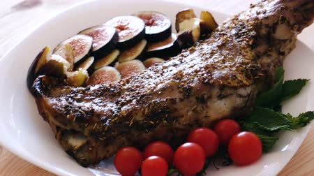 ombros : Baked shoulder of mutton in marinade of honey with herbs and mustard grains served with ripe figs, tomatoes, soft cheese and greens