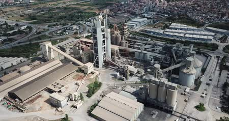 rentável : BARCELONA, SPAIN - JULY 29, 2018: Aerial view of cement production plant