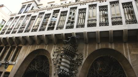 エディフィス : BARCELONA, SPAIN - SEPTEMBER 02, 2018: Facade of Guell Palace by Antoni Gaudi