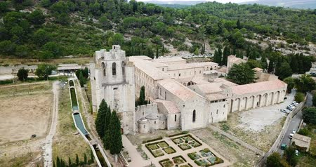 romanesk : Benedictine monastery of Saint Mary in French commune of Lagrasse
