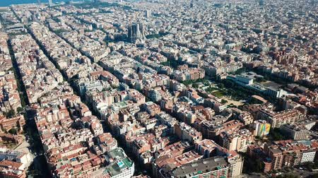 námořní : Panoramic view of the historical districts of Barcelona with the Mediterranean in the cloudy day Dostupné videozáznamy