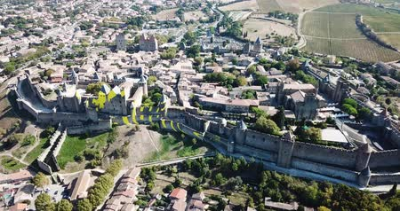 edifício exterior : CARCASSONE, FRANCE - October 06, 2018: City of Carcassonne with medieval citadel in sunny autumn day