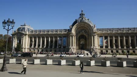 galerie : PARIS, FRANCE - OCTOBER 10, 2018: View of the Petit Palais (Small Palace) - art museum in Paris, on sunny day