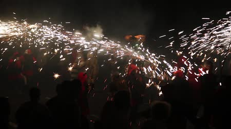 festividades : BARCELONA, SPAIN - SEPTEMBER 22, 2018: Traditional Correfoc and costumed devils procession during the festivities on the La Merce festival