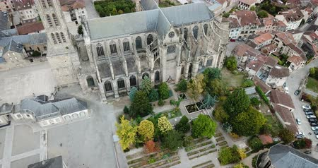 romanesk : Aerial view of Saint-Etienne Cathedral in Limoges, France