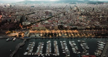 zaparkoval : Sailing of the city of Barcelona