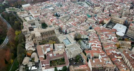 наследие : Aerial view of Pamplona - Spanish old town with running of the bulls Стоковые видеозаписи