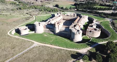 bastião : Beautiful panoramic view from drone of Forteresse de Salses, France Vídeos