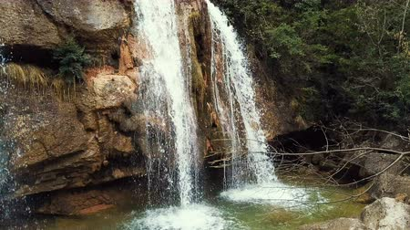 협곡 : Waterfall in Catalonia surrounded by beautiful forests and valleys
