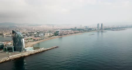 w : BARCELONA, SPAIN - July 29, 2018: Aerial view of cityscape with hotel W Barcelona on Barceloneta Beach in summer Dostupné videozáznamy