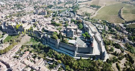 romanesk : CARCASSONE, FRANCE - October 06, 2018: City of Carcassonne with medieval citadel in sunny autumn day