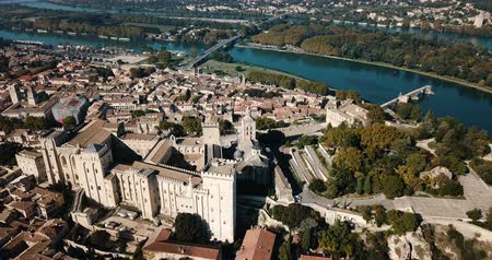 vízpart : Avignon with Gothic Palace of Papes