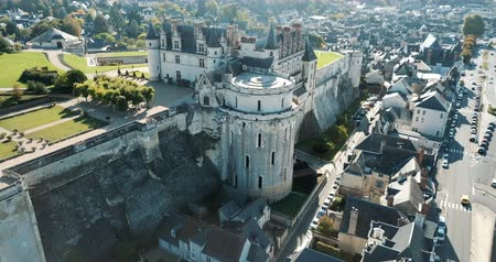 fortificado : AMBOISE, FRANCE - OCTOBER 8, 2018: Chateau dAmboise in Amboise, France