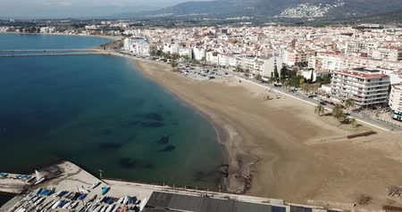 sand bank : Panoramic aerial view of waterfront promenade in city Roses, Catalonia