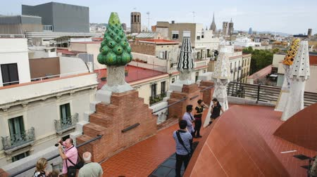 фехтование : BARCELONA, SPAIN - SEPTEMBER 02, 2018: Magical rooftop of Palau Guell with chimneys and central spire designed by architect Antoni Gaudi