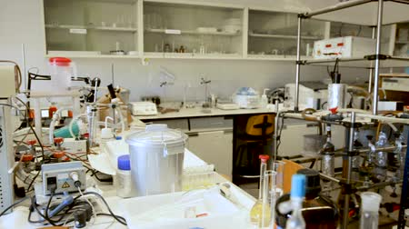 kolf : Biochemical laboratory equipment and glassware Stockvideo