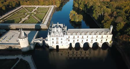 наследие : Chateau de Chenonceau on river Loire, France