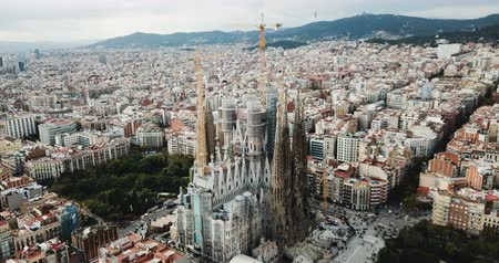 romanesk : BARCELONA, SPAIN - NOVEMBER 19, 2018: Anthony Gaudi designed by Sagrada Familia