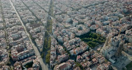 бульвар : Panoramic view of Barcelona and the Sagrada Familia in Barcelona at sunny summer day