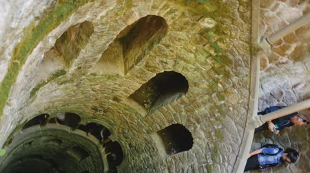 посвящение : SINTRA, PORTUGAL - APRIL 21, 2019: Initiation well in Quinta da Regaleira palace in Sintra Стоковые видеозаписи