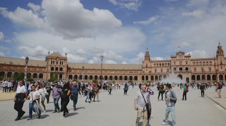 Андалусия : SEVILLA, SPAIN - APRIL 19, 2019: Plaza de Espana - urban design in Seville