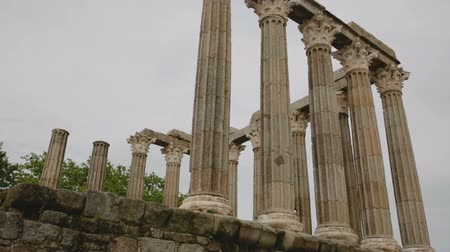 estatuária : Ruins of ancient Roman temple of the city of Portugal