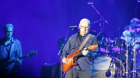 vokal : BARCELONA, SPAIN - APRIL 26, 2019: Performance of Mark Knopfler at Palau Sant Jordi during his farewell tour