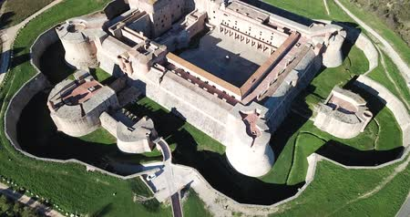 citadela : Beautiful panoramic view from drone of Forteresse de Salses, France Vídeos