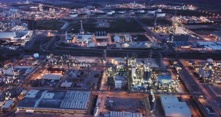 odpowiedzialność : Night panoramic view of a large chemical plant at Tarragona, Spain Wideo