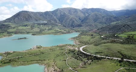vnitrozemí : Panoramic view over Embalse de Zahara inland, Andalusia, Spain