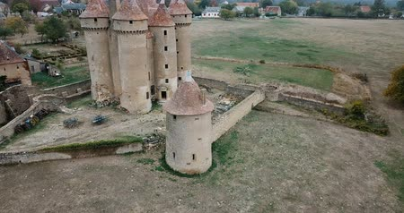 укрепленный : Aerial view of Chateau Sarzay - medieval castle in France