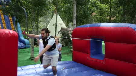 çabaları : Emotional competitor to his hoops on inflatable playground Stok Video
