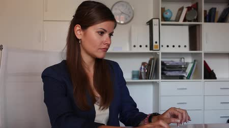 odpowiedzialność : Successful adult business woman using laptop at workplace