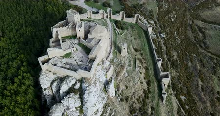 vista de cima : Famous fortress Castillo de Loarre in Navarre. Aragon. Spain Stock Footage