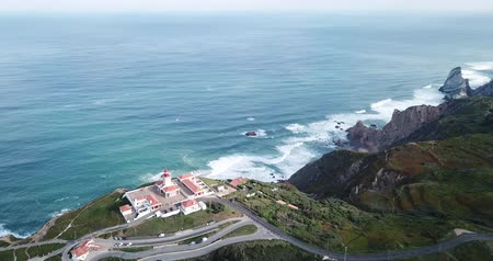 континентальный : Scenic aerial view of the rocky Atlantic coast of Cabo da Roca in sunny spring day, Portugal