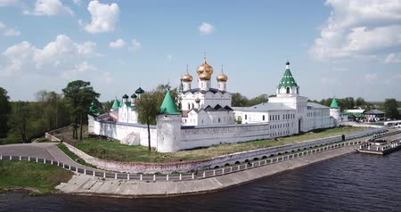 영토 : Picturesque architectural ensemble of medieval Ipatiev Monastery in Kostroma, Russia