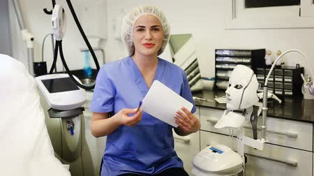 competence : Portrait of a cosmetologist in the operating room Stock Footage